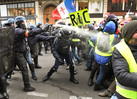French police injure students, demonstrators and journalists during Paris protests