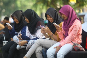 Indonesia: Prison for WhatsApp messages