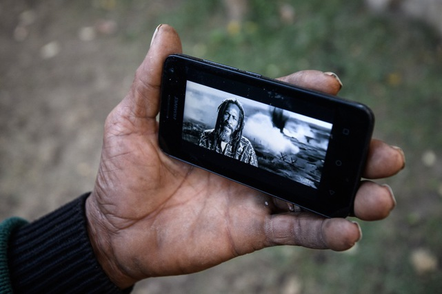 Teddy Dan, a Rastafarian artist and musician originally from Jamaica, shows a music video in which he is performing, in Shashamene, Ethopia, 26 January 2017