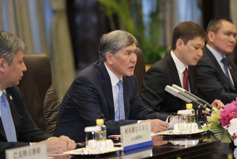 Kyrgyzstan's President Almazbek Atambayev (C) talks during a meeting with China's President Xi Jinping at Xijiao Hotel in Shanghai, 18 May 2014