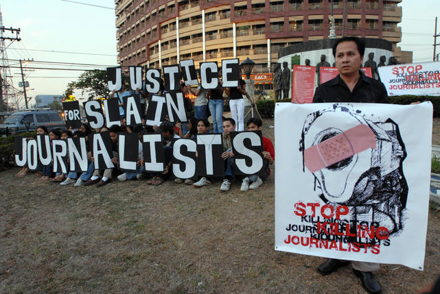 Demonstrators mark World Press Freedom Day calling for justice for slain Filipino journalists, Manila, Philippines, 3 May 2007
